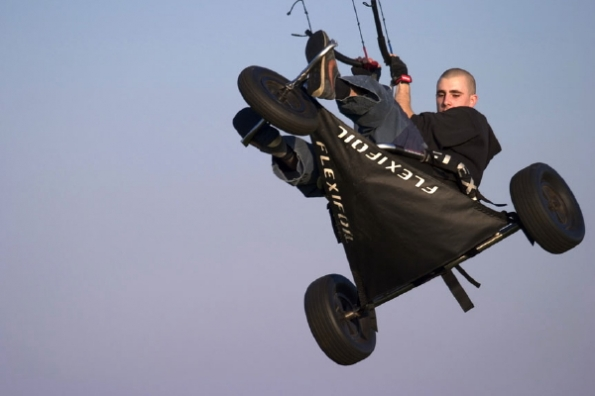 Pushkiting.com - Kite buggy - Joe Cooper - Hang time_595_396_100