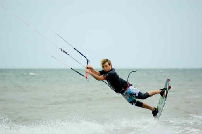 Push Kiting - Kite surfing lessons in Essex